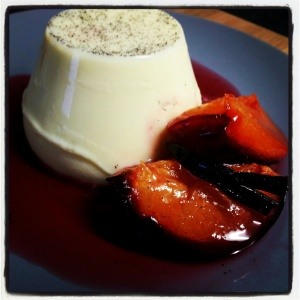 Vanilla panna cotta with roasted plums